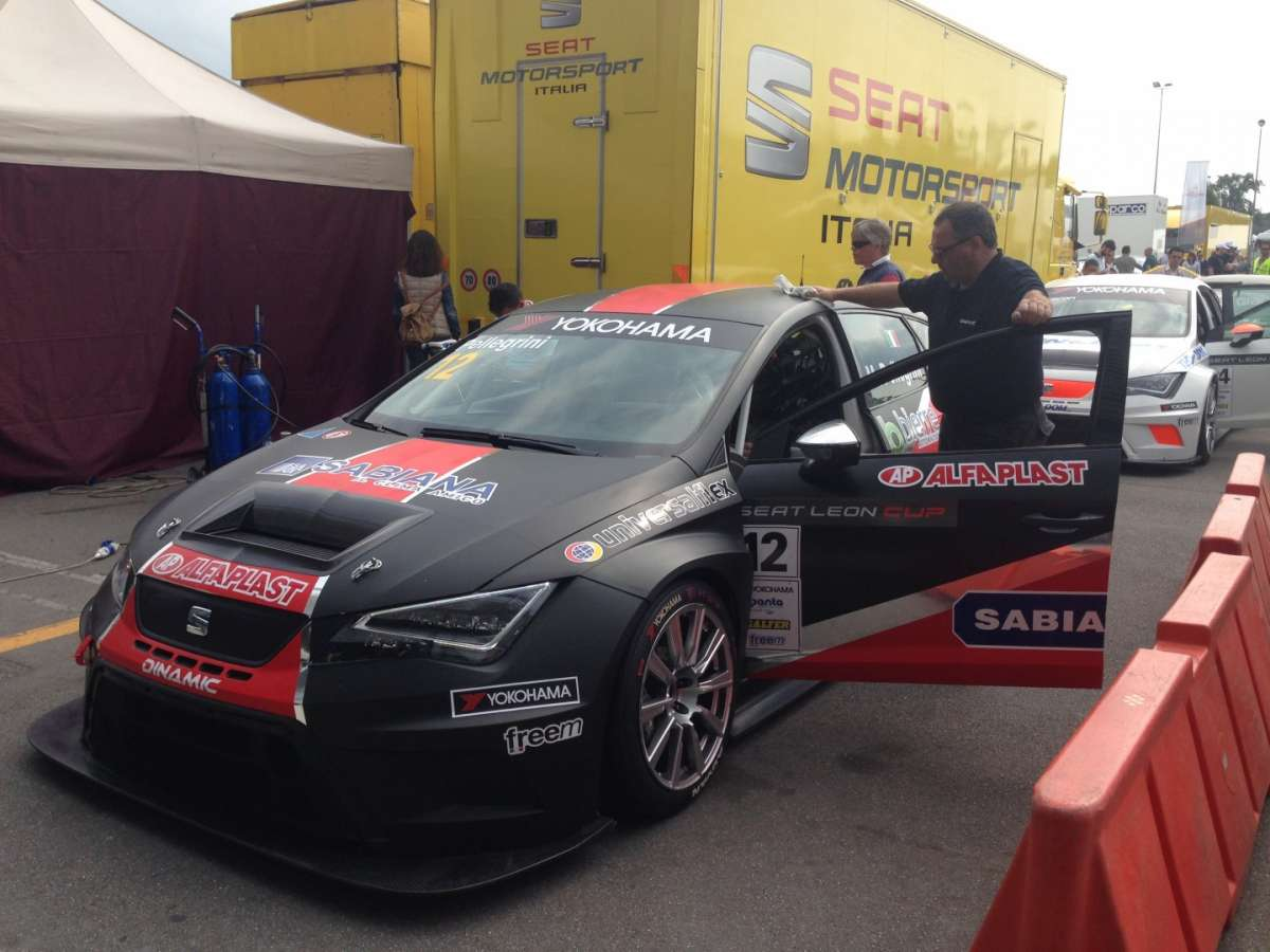 Seat Leon Cup nera