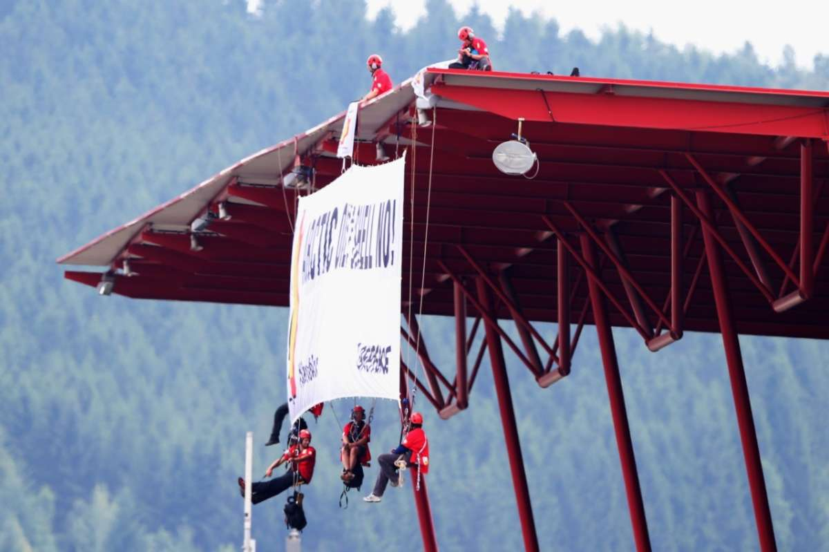 La protesta di Greenpeace a Spa-Francorchamps (8)