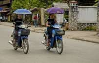 Umbrella Girls dal Laos, una nuova moda