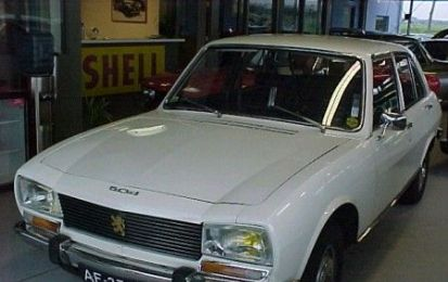 La Peugeot 504 di Ahmadinejad all'asta per beneficienza