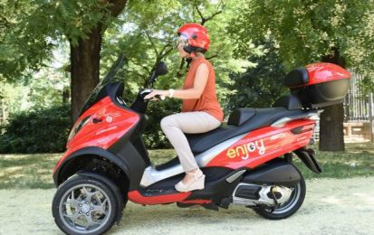 Scooter sharing Enjoy: a Milano sul Piaggio MP3 [FOTO]