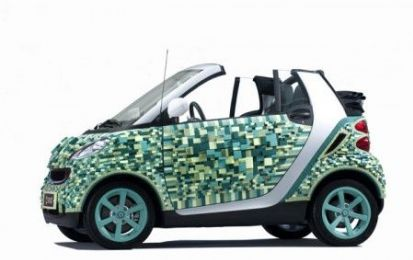 Smart fortwo di cartone in mostra a Parigi