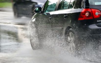 Aquaplaning: come comportarsi e verifica spessore battistrada