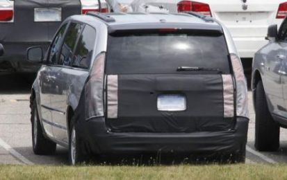 Chrysler Grand Voyager, foto spia del restyling