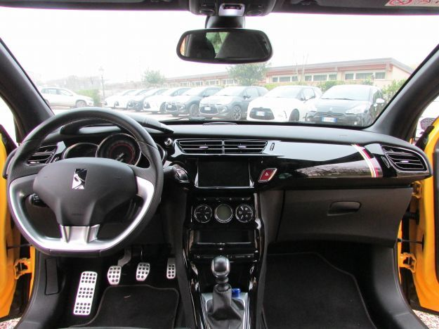 DS 3 Cabrio Performance interni