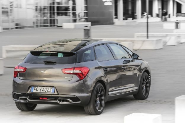 Prova su strada DS 5 Performance Line