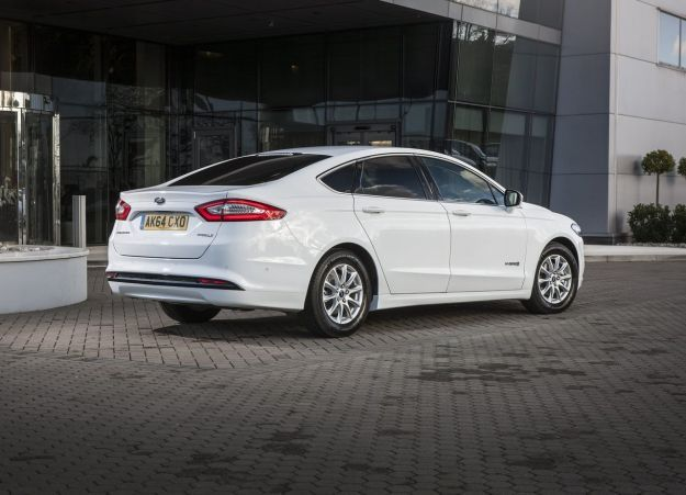 Ford Mondeo Hybrid 2015 posteriore