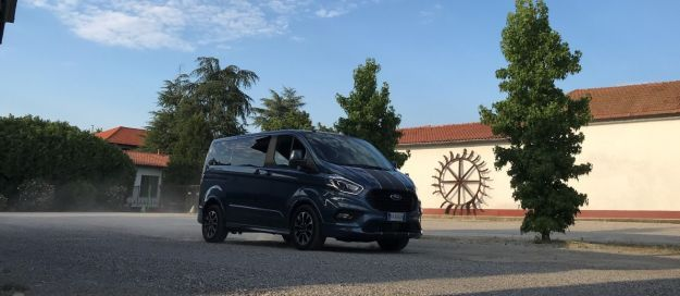 Ford Tourneo Custom 2.0 EcoBlue 170CV (60) (Large)