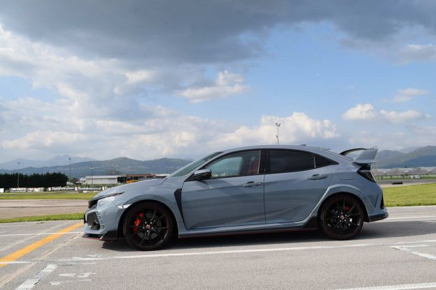 Honda Civic Type R di lato