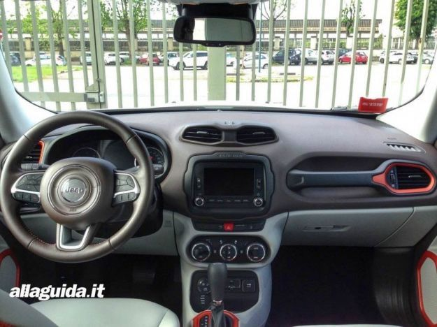Jeep Renegade Limited interni