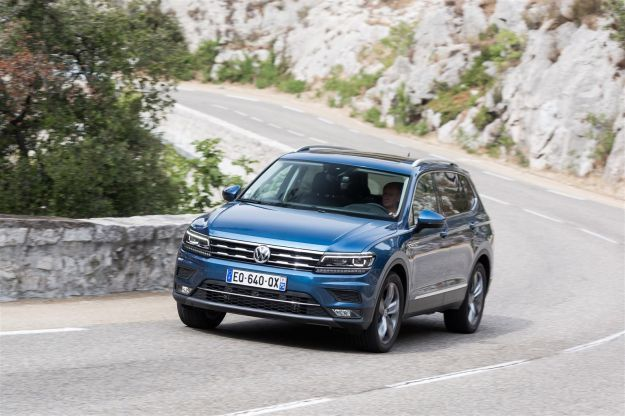 volkswagen tiguan allspace prezzi motori e dimensioni foto allaguida. Black Bedroom Furniture Sets. Home Design Ideas