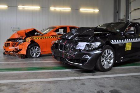 BMW Serie 5: superati i primi crash test