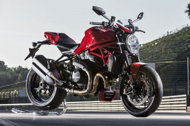 ducati monster 1200 r su cavalletto posteriore
