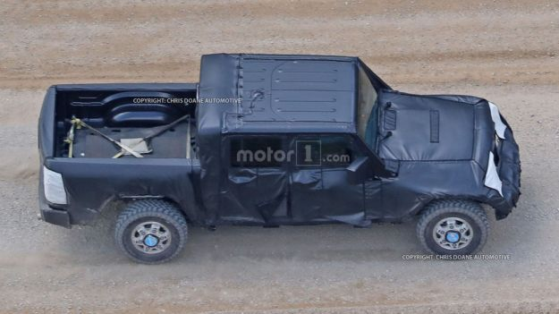 jeep wrangler pickup spy photos (1)